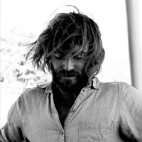 Angus Stone © www.facebook.com/AngusStoneOfficial