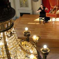 Deux cantatrices à la cour © www.opera-lille.fr